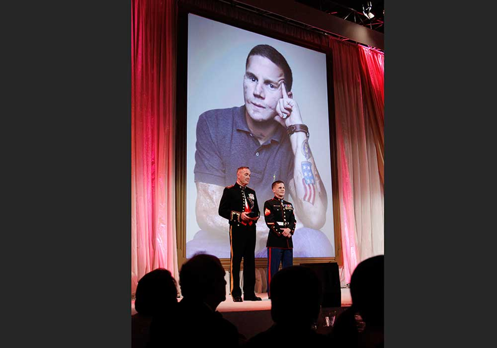 General Joseph Dunford presenting Portrait of a Nation Prize to Corporal Kyle Carpenter