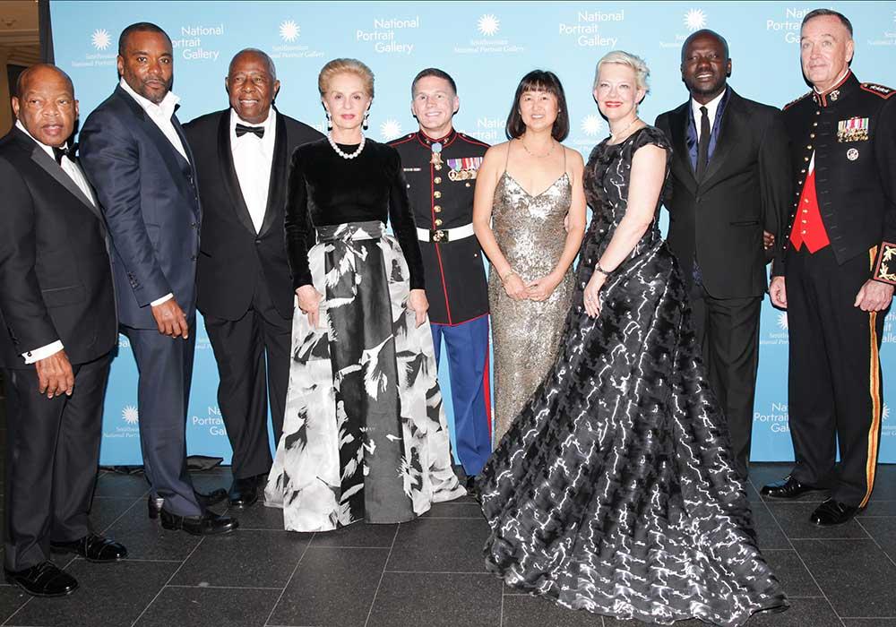 Foto en grupo del retrato de los ganadores del Premio de la Nación