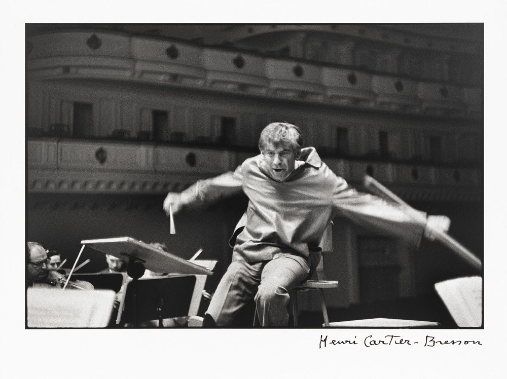 Leonard Bernstein, Carnegie Hall, New York City por Henri Cartier-Bresson.