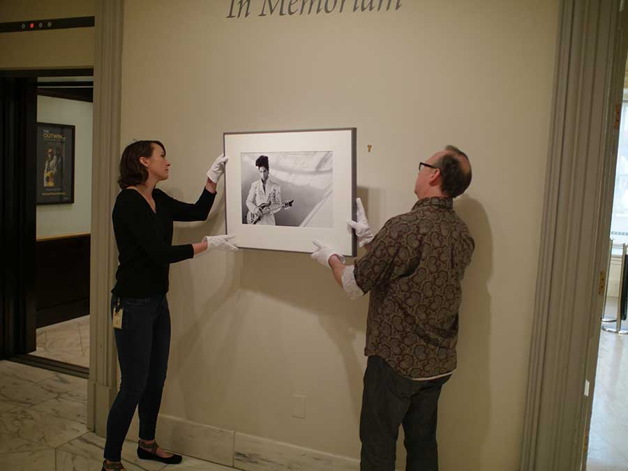 Installing the portrait in the Gallery