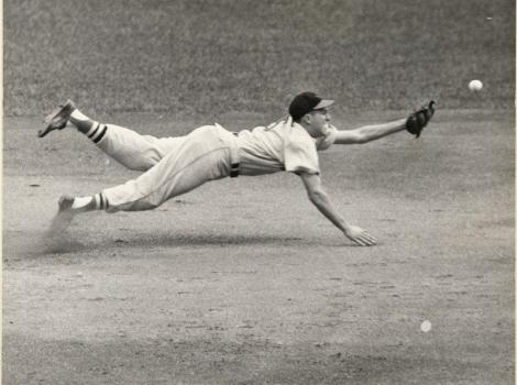 Black and white photo of Brooks Robinson diving for a catch