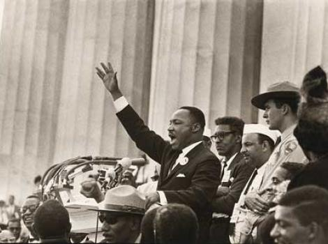 Martin Luther King raising his hand, speaking at Lincoln